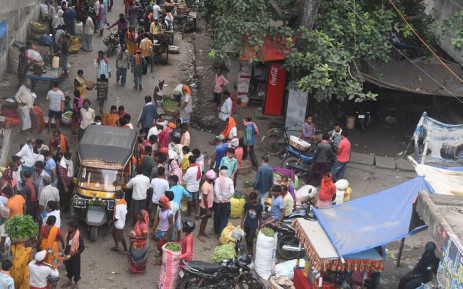 People crowd at a vegetable market after a 15-day lockdown was imposed as a preventive measure against the spread of the COVID-19 coronavirus, in Patna on 16 July 2020. Bihar's 125 million people were in lockdown on 16 July as India recorded over 600 new coronavirus deaths and the Red Cross warned the virus is spreading at an 'alarming rate' in the region. Picture: AFP