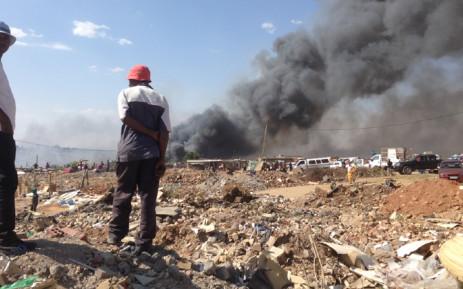 Fire rages through the Kya Sands informal settlement. Picture: Reinart Toerien/EWN.