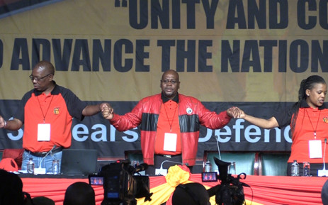 FILE: Cosatu President Sdumo Dlamini holds hands with union leadership during the opening day of the national congress. Picture: Vumani Mkhize/EWN.