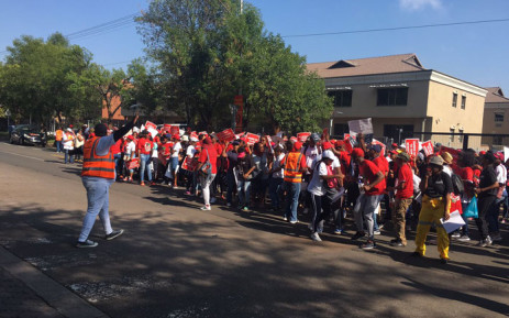 FILE: Nehawu and PSA members picket outside the headquarters of the South African Revenue Service on 28 March 2019. Picture: Robinson Nqola/EWN.