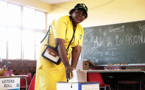 Minister of Science and Technology Mmamoloko Kubayi-Ngubane cast her vote at Khuthala Primary School in Soweto. Picture: Kayleen Morgan/EWN.