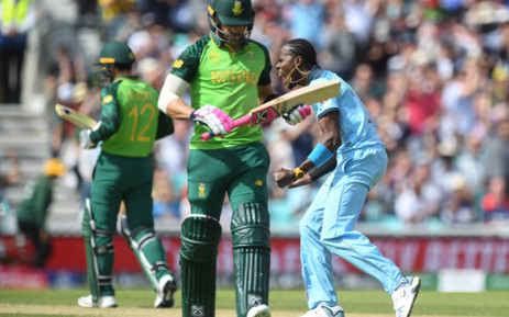 England's Jofra Archer (R) celebrates after the dismissal of Proteas captain Faf du Plessis (C) during the 2019 Cricket World Cup group stage match between England and South Africa at The Oval in London on 30 May 2019. Picture: AFP