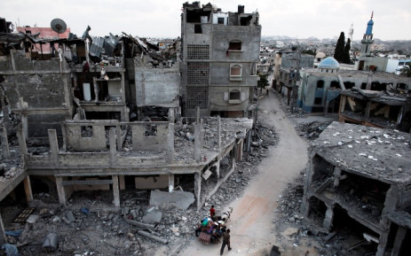 FILE: Palestinians flee their destroyed neighbourhood on a horse and cart in the northern Gaza Strip city of Beit Hanun, on 18 August,2014. Picture: AFP.