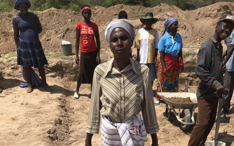 Zimbabwean villagers working a farm. Picture: @WFP_Zimbabwe/Twitter