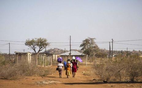 FILE: Vuwani residents walk into Vyeboom during the shutdown. Picture: Thomas Holder/EWN