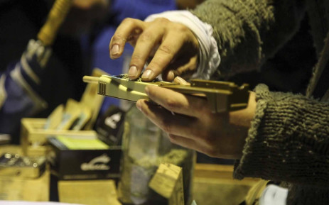 An exhibitor at the Cape Town Cannabis Expo demonstrates how to roll a herbal cigarette. Picture: Cindy Archillies/EWN