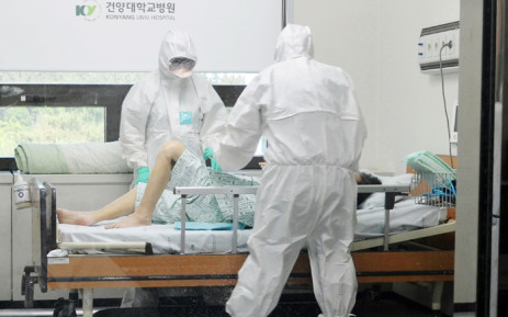 FILE: Medical workers caring for a MERS patient at Konyang University Hospital in Daejeon, south of 140 km south of Seoul. Picture: AFP