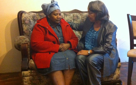 Cape Town Mayor Patricia de Lille visits the home of murdered metro cop, Mpumelelo Xakekile, on 10 October 2012. Picture: Rahima Essop/EWN