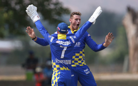 George Linde (background). Picture: @OfficialCSA/Twitter