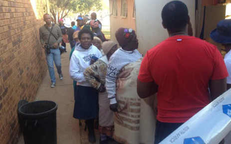 People arrive at the Tshupane primary school polling station in Tlokwe to vote. Picture: Govan Whittles/EWN