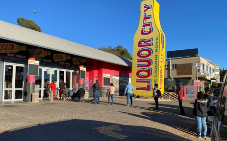 Costumers queuing outside a liquor store on 1 June 2020 as the country moved to level 3 lockdown. The sale of alcohol was being allowed since 27 March 2020. Picture: Supplied.