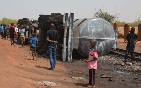 Residents look at a calcined tanker truck after an explosion which killed more than 55 people near the airport of Niamey on May 6, 2019. Picture: AFP.