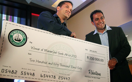 Deena Naidoo is presented with a R250 000 cheque after being crowned South Africa's first ever MasterChef. Picture: Taurai Maduna/EWN