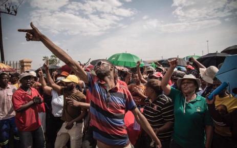 Khuma township community members waiting for North West Premier Job Mokgoro to address them.  Picture: Sethembiso Zulu/EWN