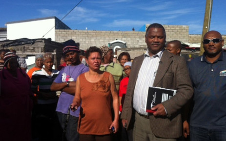Dan Plato walking with community members in Hillview Sector 2. Picture: Carmel Loggenberg/EWN