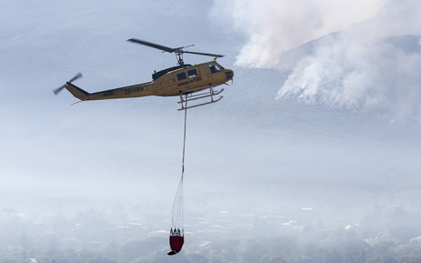 Fire choppers assisted firefighters by water-bombing the flames on the mountain above Hout Bay on Tuesday 3 March 2015. Picture: Aletta Gardner/EWN.