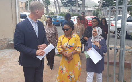 City of Cape Town Mayco member JP Smith and provincial Health MEC Dr Nomafrench Mbombo during a visit at Ocean View Clinic. Picture: @WCHealthMEC/Twitter