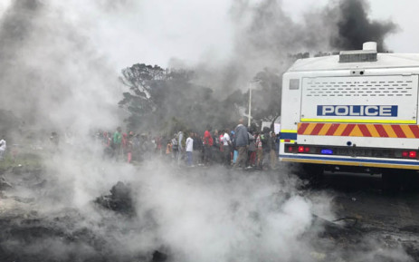A group of Ocean View protesters are seen next to a police van during a demonstration against gang violence. Picture: Kevin Brandt/EWN