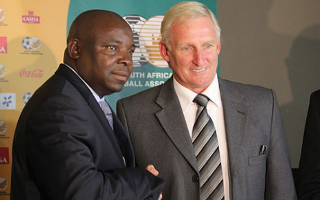 Newly appointed Bafana Bafana coach Gordon Igesund shakes hands with Safa president Kirsten Nematandani after the association announced his appointment on 30 June 2012. Picture: Taurai Maduna/EWN