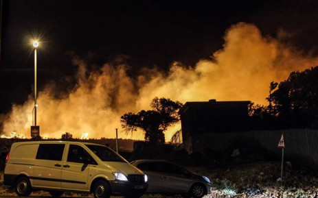 FILE: Firefighters are battling a large vegetation fire in the Scarborough and Misty Cliffs areas. Picture: Reza Khota/iWitness