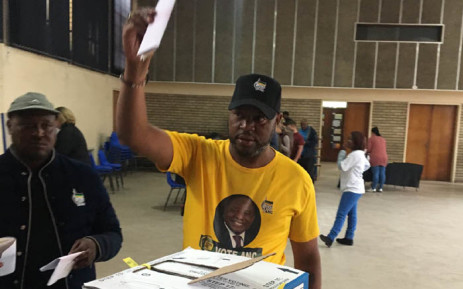 ANC Gauteng secretary Jacob Khawe casts his ballot at Emfuleni voting station on 8 May. Picture: EWN