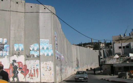 A separation barrier under construction by the state of Israel created to keep Palestinians in the Israeli-occupied territories of the West Bank and Gaza out of Israel. Picture: Wikimedia Commons.