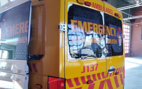 Joburg Emergency Management Services suspended ambulance services to Cosmo City on 29 June 2019 after three crew members were attacked and an emergency vehicle was damaged. Picture: @RobertMulaudzi/Twitter.