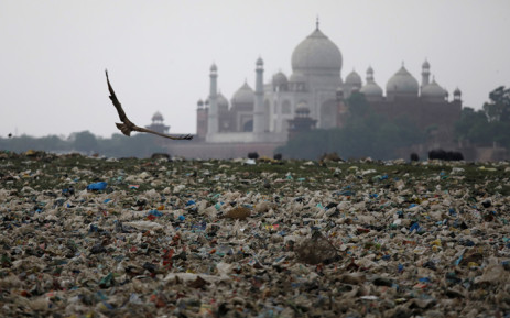 Garbage is seen on the polluted banks of the river Yamuna near the historic Taj Mahal on 19 May 2018. Picture: Reuters.