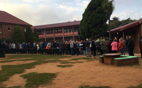 Ekurhuleni voters braving the cold weather queuing bright and early to make their mark at Sunnyridge Primary School on 8 May 2019. Picture: EWN