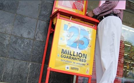 FILE: A man fills in a lotto form outside a lotto stand in Pretoria. Picture: EWN.
