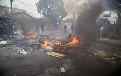 Police moved deeper into Masiphumelele and performed 'sweep and clear' operations, arresting protesters. Picture: Thomas Holder/EWN.