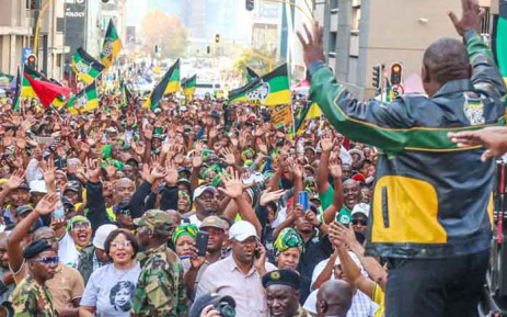 ANC President Cyril Ramaphosa greets supporters outside Luthuli House in Johannesburg as the party celebrates its 2019 elections victory. Picture: @MYANC/Twitter.