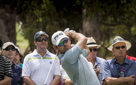 Louis Oosthuizen (C) of South Africa tees off during the final day of the ISPS Handa Perth International golf tournament at Lake Karrinyup Country Club in Perth, Australia, 28 February 2016. Picture: EPA/Tony McDonough.