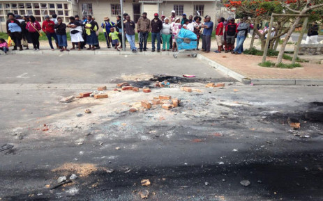 Residents gathered at the scene in Masiphumelele but were tight lipped about the alleged mob attack. Picture: Lauren Isaacs/EWN.