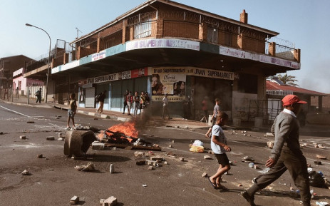 FILE: The Westbury community mobilised against gang and drug-related crime, shutting down the area and marching to drug dealers' homes on 28 September 2018. Picture: EWN