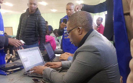 FILE: Gauteng Education MEC Panyaza Lesufi gets to grips with the online application system at the Diepsloot Youth Centre on 20 May 2019. Picture: Thando Kubheka/EWN
