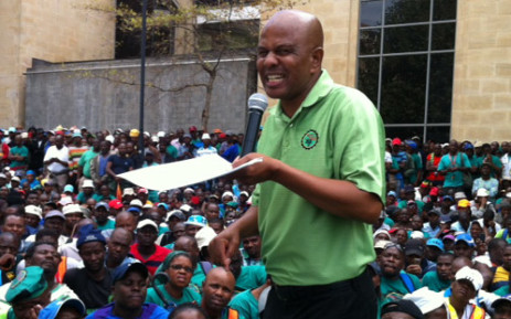 FILE: Amcu president Joseph Mathunjwa addresses strikers at Implats' headquarters in Johannesburg. Picture: Gia Nicolaides/EWN.