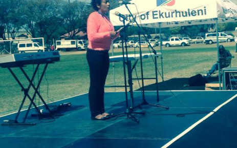 The mother of little Taegrin Morris, who was dragged to death by hijackers a month, ago addressing the crowd gathered for the Enough is Enough campaign in Reiger Park. Picture: Thando Kubheka/EWN