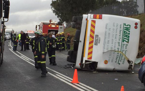 A school bus has overturned on the R44 near Stellenbosch and it's believed about 30 children have been injured on 26 May 2015. Picture: Thomas Holder/EWN.