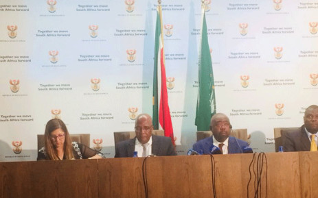 Public Works Minister Thulas Nxesi (2nd from R) and Health Minister Aaron Motsoaledi (2nd from L) at a briefing on 7 September 2018. Picture: GCIS.
