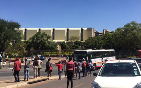 Students and workers protesting at the University of Johannesburg (UJ) have vowed not to leave the Kingsway campus until management addresses them. Picture: Dineo Bendile/EWN.