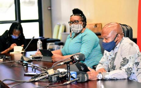 Kwazulu-Natal Premier Sihle Zikalala (R) and provincial Health MEC Nomagugu Simelane-Zulu (L) at a press briefing on 10 May 2020 in Durban. Picture: @kzngov/Twitter.