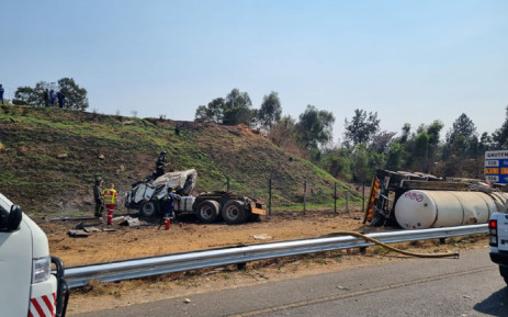 Paramedics and rescue personnel on the scene of a collision on the N1 near Fourways on 28 September 2021. Picture: @ER24EMS/Twitter
