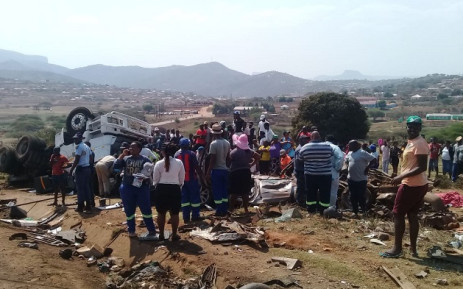 The Cato Ridge accident that claimed 6 lives on Friday, 20 September 2019. Picture: @_ArriveAlive/Twitter.