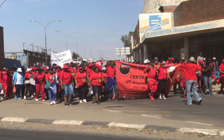 Workers gather in Bloemfontein ahead of President Jacob Zuma's May Day address. Picture: Clement Manyathela/EWN
