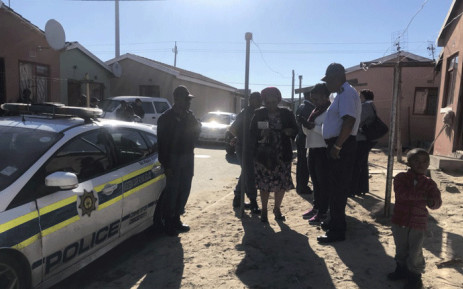 Western Cape Police Commissioner Khombinkosi Jula visited the families of the two officers who were murdered on Friday, 17 August 2018. Picture: Kaylynn Palm/EWN