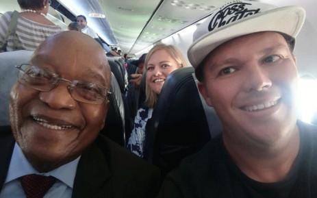 Former president Jacob Zuma poses for a selfie with a Simon Hodgson on a Kulula flight. Picture: Simon Hodgson/Facebook.