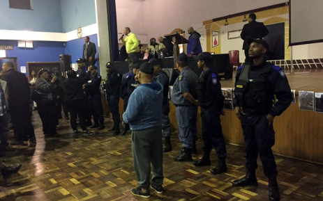 Metro police called in during a community meeting in Bonteheuwel. Picture: Natalie Malgas/EWN.