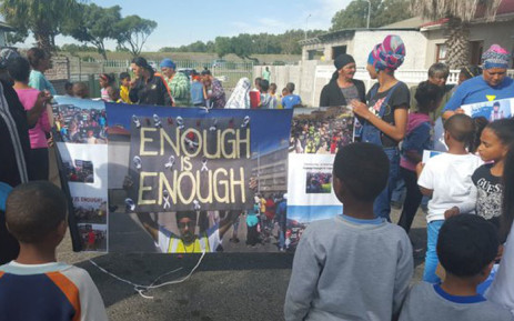 Hazendal residents are gathered in 9th Avenue calling for justice for Saadiqah Lippert and an end to gang violence. Picture: Monique Mortlock/EWN.