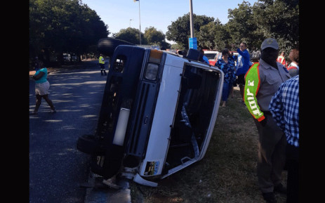 Taxi overturns in Vanderbijlpark, leaving nineteen children injured on 29 January 2020. Picture: @ER24EMS/Twitter.